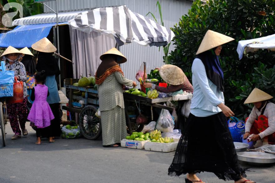 Cuối năm lạc vào 'ngôi làng phụ nữ' kỳ lạ ở An Giang: Đến đi chợ cũng trùm kín mà nụ cười thì dễ thương quá đỗi! 1