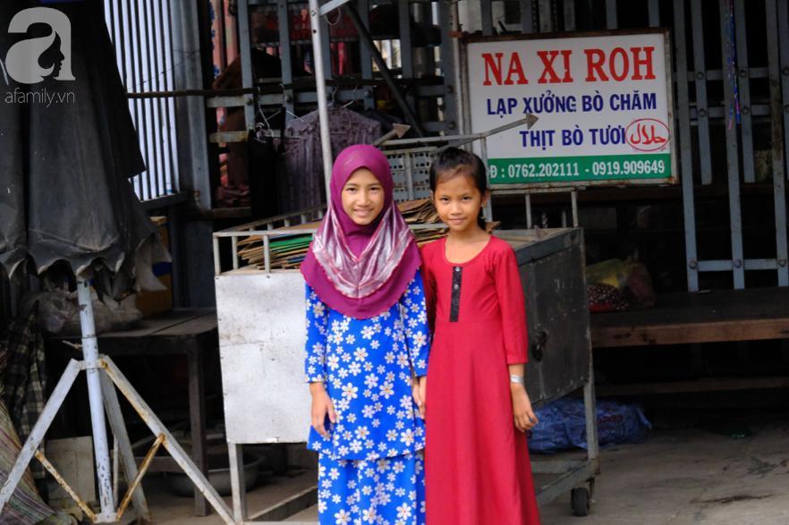 Cuối năm lạc vào 'ngôi làng phụ nữ' kỳ lạ ở An Giang: Đến đi chợ cũng trùm kín mà nụ cười thì dễ thương quá đỗi! 4