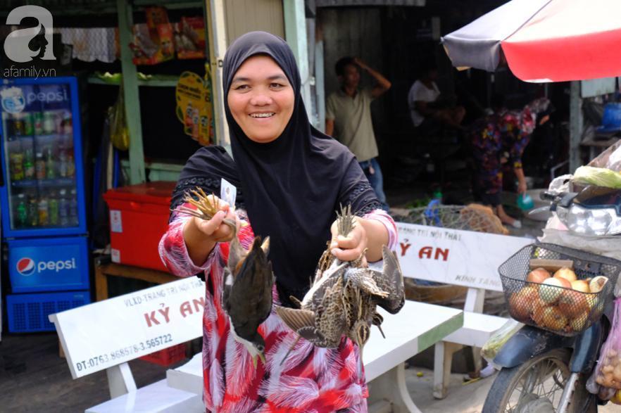 Cuối năm lạc vào 'ngôi làng phụ nữ' kỳ lạ ở An Giang: Đến đi chợ cũng trùm kín mà nụ cười thì dễ thương quá đỗi! 5