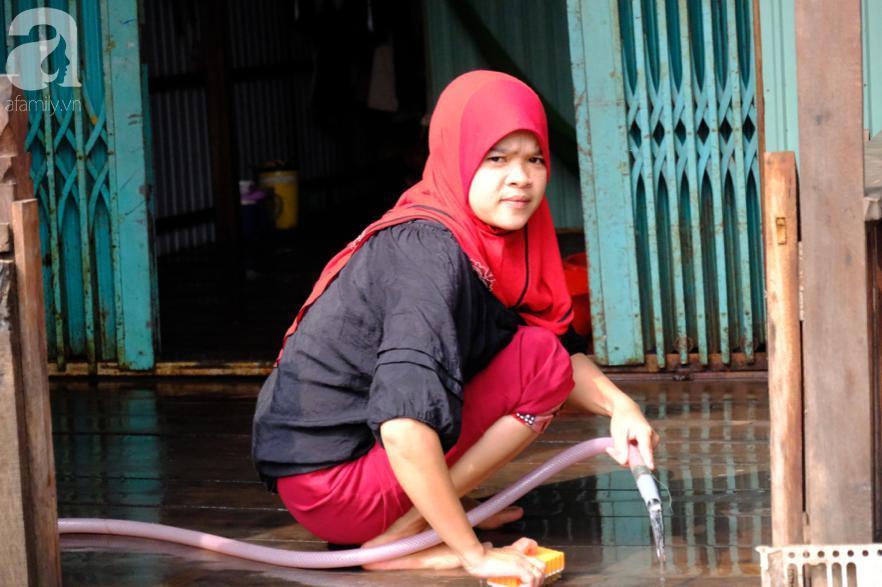 Cuối năm lạc vào 'ngôi làng phụ nữ' kỳ lạ ở An Giang: Đến đi chợ cũng trùm kín mà nụ cười thì dễ thương quá đỗi! 8