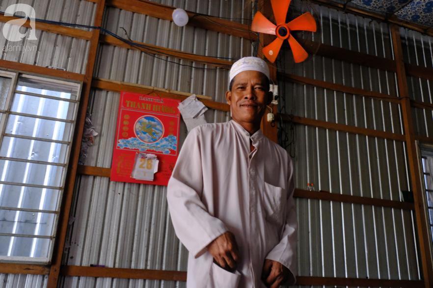 Cuối năm lạc vào 'ngôi làng phụ nữ' kỳ lạ ở An Giang: Đến đi chợ cũng trùm kín mà nụ cười thì dễ thương quá đỗi! 15
