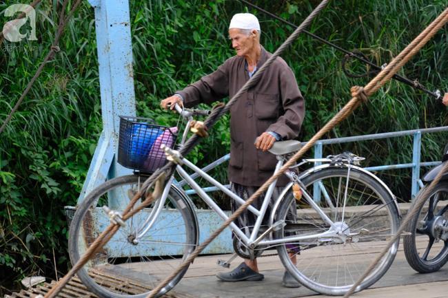Cuối năm lạc vào 'ngôi làng phụ nữ' kỳ lạ ở An Giang: Đến đi chợ cũng trùm kín mà nụ cười thì dễ thương quá đỗi! 17