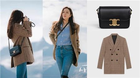 Phân cảnh Son Ye Jin sử dụng túi trong phim, thiết kế túi màu đen đơn giản được người đẹp mix cùng sơ mi + quần jeans + áo khoác blazer kẻ.