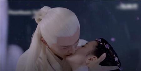'Tam sinh tam thế Chẩm thượng thư': Thêm cảnh Cao Vỹ Quang hôn môi Địch Lệ Nhiệt Ba ngấu nghiến rồi cầu hôn 6
