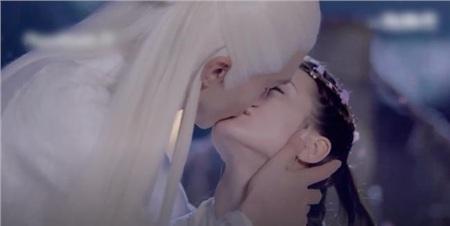 'Tam sinh tam thế Chẩm thượng thư': Thêm cảnh Cao Vỹ Quang hôn môi Địch Lệ Nhiệt Ba ngấu nghiến rồi cầu hôn 7