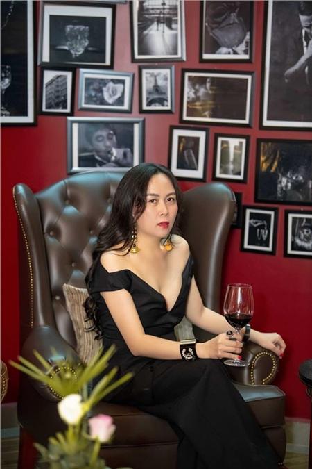 Đang duy trì phong độ mặc đẹp, Phượng Chanel lại 'tự tay đạp đổ' với bộ đồ xuyên thấu, sự thật là gì? 1
