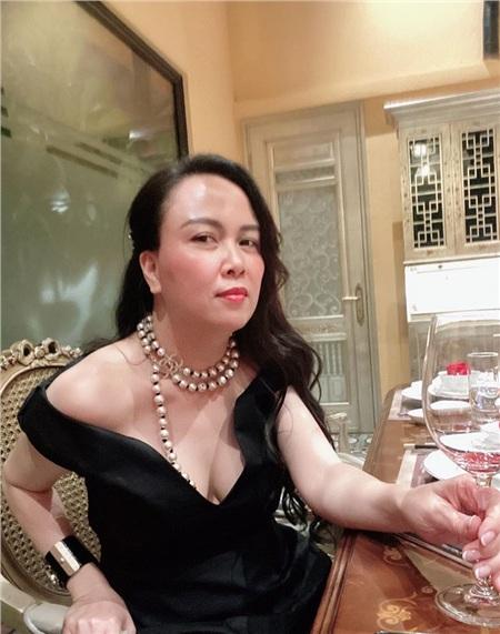 Đang duy trì phong độ mặc đẹp, Phượng Chanel lại 'tự tay đạp đổ' với bộ đồ xuyên thấu, sự thật là gì? 4