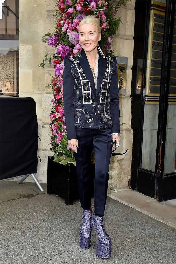 Daphne Guinness không hề thua kém chị em với mẫu giày không có gót.