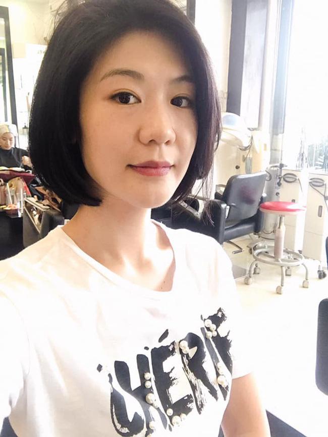 Bà mẹ 1 con Huỳnh Lý Đông Phương khoe tóc mới chiều cuối năm, giản dị mà vẫn cuốn hút.