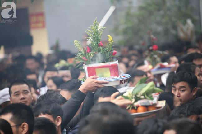 Hà Nội: Phủ Tây Hồ đông nghẹt thở, dân công sở ùn ùn kéo đến lễ đầu năm 15