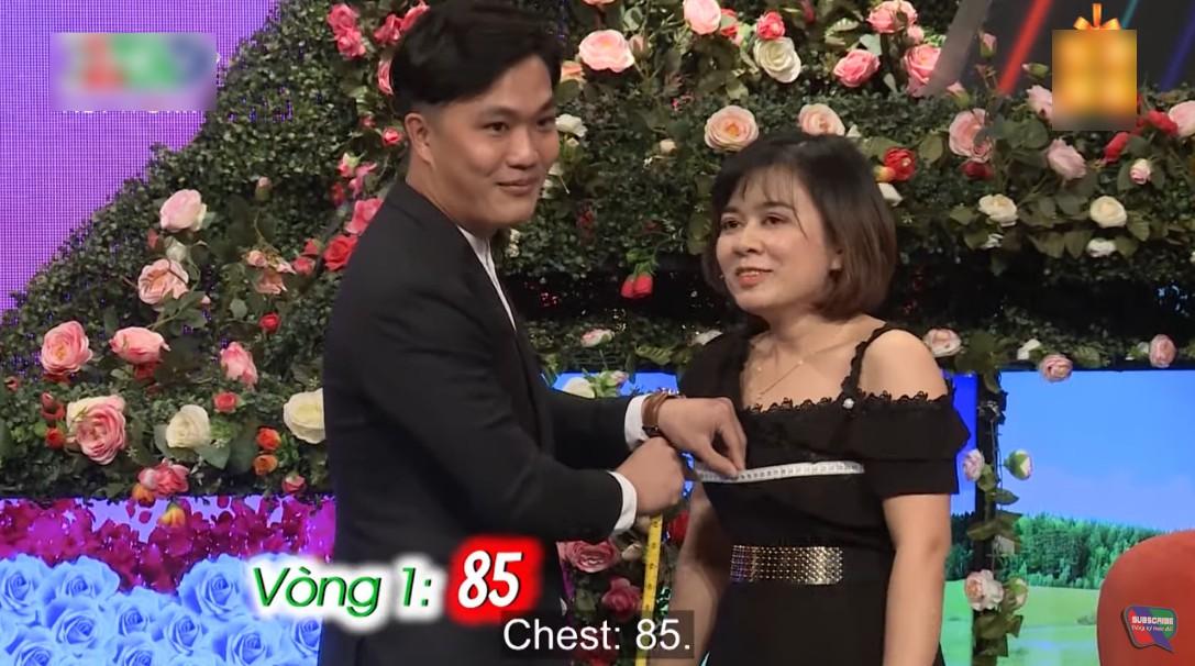'Bạn muốn hẹn hò': Khán giả cười ngất với chàng trai đã 28 tuổi nhưng vẫn thích... 'sờ ti' mẹ 5