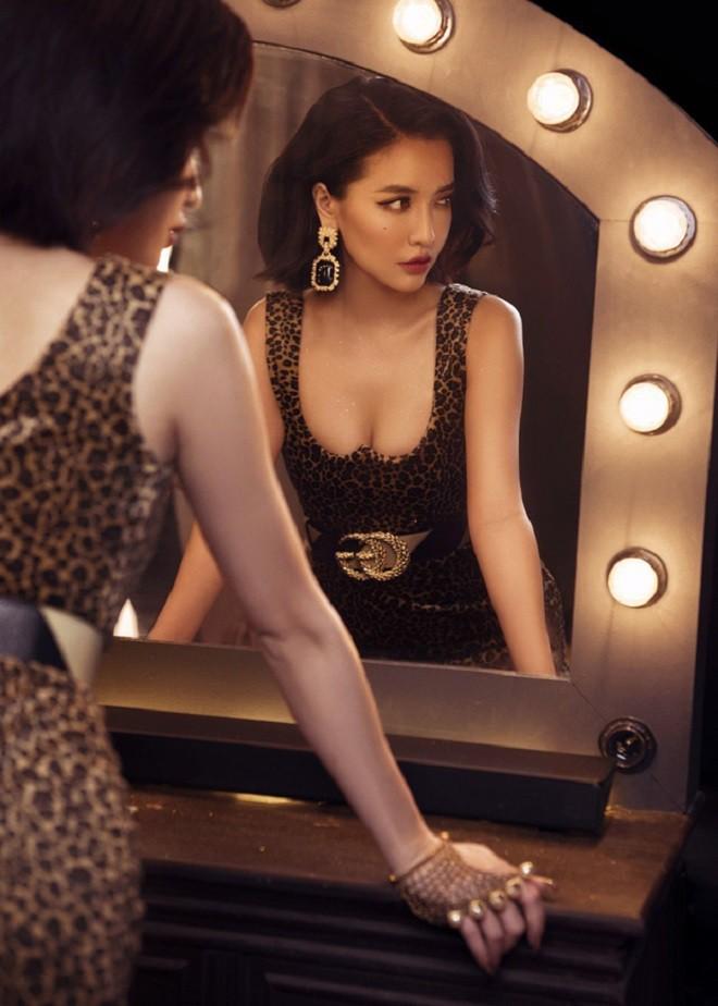 Bích Phương ở tuổi 30: Giàu có, xinh đẹp, chưa từng công khai người yêu nhưng bị nghi có quan hệ đồng giới 8