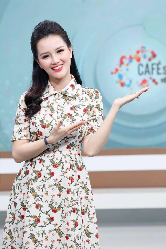 Huyền Châu là một trong những gương mặt MC xinh đẹp nổi bật của VTV.