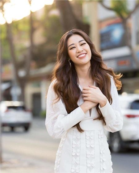 Nụ cười tươi tắn ngự trị trên gương mặt trái xoan thanh tao là những gì khán giả có thể thấy rõ nhất ở Hoa hậu Hoàn vũ Việt Nam 2019.