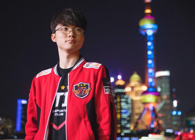 Là game thủ LMHT nổi tiếng nhất thế giới, Lee 'Faker' Sang-hyeok hiện đã 23 tuổi, vẫn thi đấu tại đường giữa của T1 (SKT T1).