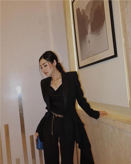 Style của Á hậu Tú Anh thời gian qua chính là kim chỉ nam giúp chị em mặc đẹp và siêu cấp sang xịn từ giờ đến Tết 7