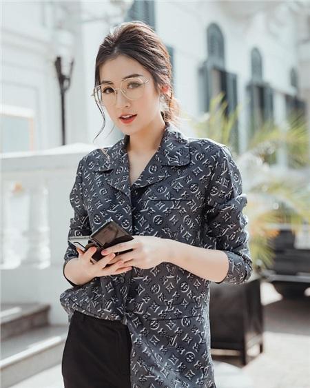Style của Á hậu Tú Anh thời gian qua chính là kim chỉ nam giúp chị em mặc đẹp và siêu cấp sang xịn từ giờ đến Tết 4