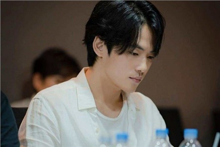 'Trai đẹp lừa đảo' của Crash Landing on You: Được yêu thích không kém Hyun Bin nhưng ngoài đời lại có thái độ 'không ra gì' với mỹ nhân SNSD 4