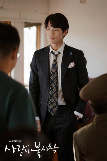 'Trai đẹp lừa đảo' của Crash Landing on You: Được yêu thích không kém Hyun Bin nhưng ngoài đời lại có thái độ 'không ra gì' với mỹ nhân SNSD 5