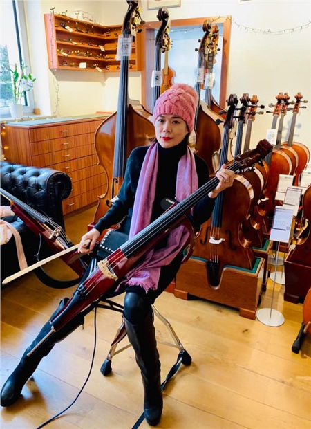 Mỹ Lệ đi mua nhạc cụ cho gia đình