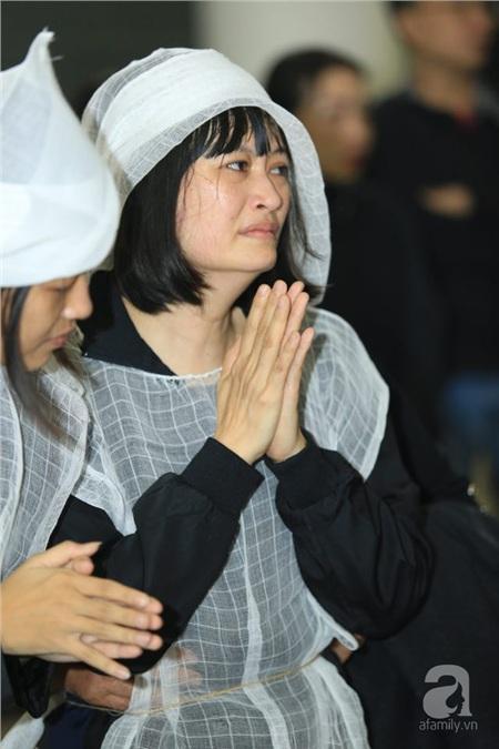 Tang lễ NSƯT Vũ Mạnh Dũng: Vợ và con gái đau xót trước sự ra đi đột ngột của cố nghệ sĩ 10
