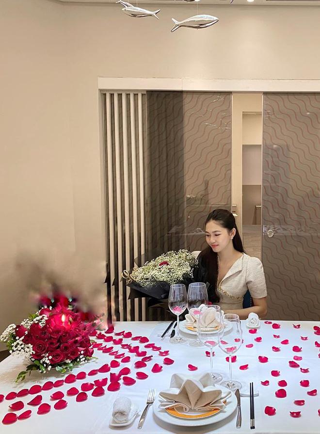 Góc phòng ăn đẹp như nhà hàng trong tư gia của vợ chồng cô