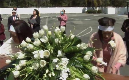 Lễ tang danh ca Thái Thanh: Ý Lan bật khóc, gục bên quan tài mẹ 0