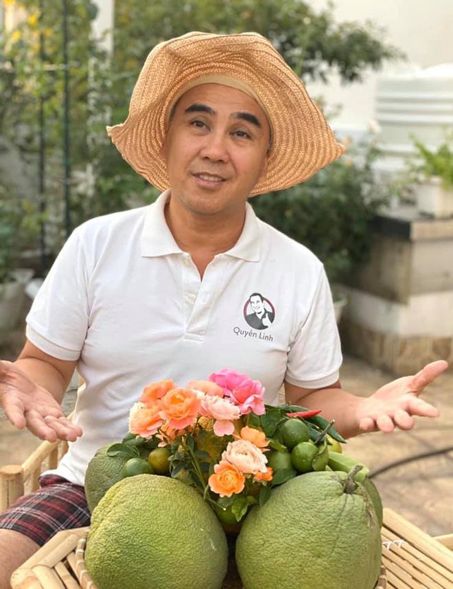 Bà xã Quyền Linh khoe thành quả thu hoạch hoa trái sai trĩu trong căn biệt thự 21 tỷ, được cả chồng lẫn 2 cô con gái xinh đẹp phụ giúp 9