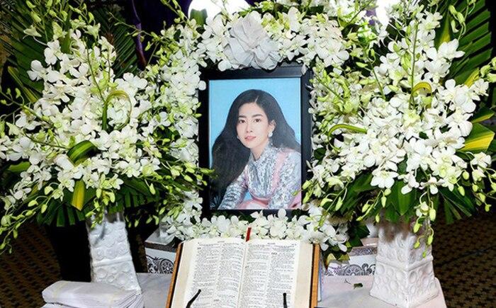NSND Hồng Vân viếng mộ Anh Vũ, nhắn gửi tâm nguyện về Mai Phương khiến ai đọc cũng xúc động 4
