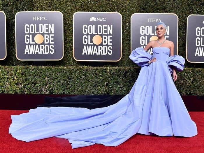 Năm 2019, Lady Gaga thật sự 'bánh bèo hóa' khi lên thảm đỏ với chiếc váy Lọ Lem.