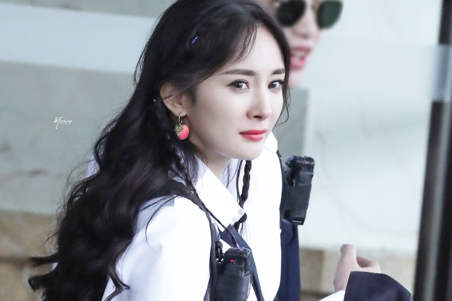 Dương Mịch xinh đẹp đi quay show giữa chỉ trích thờ ơ với con gái, Đặng Luân xuất hiện cực điển trai 1