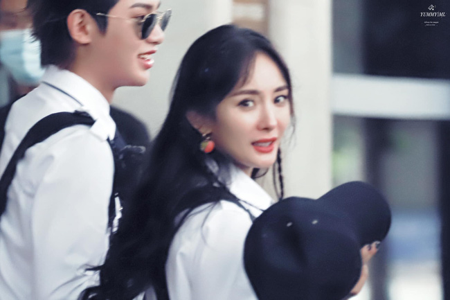 Dương Mịch xinh đẹp đi quay show giữa chỉ trích thờ ơ với con gái, Đặng Luân xuất hiện cực điển trai 0