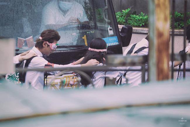 Dương Mịch xinh đẹp đi quay show giữa chỉ trích thờ ơ với con gái, Đặng Luân xuất hiện cực điển trai 4