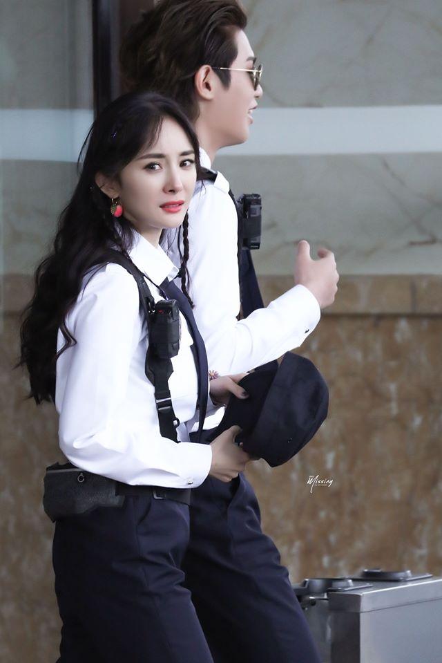 Dương Mịch vướng chỉ trích vì đi quay show mà bỏ bê con gái.