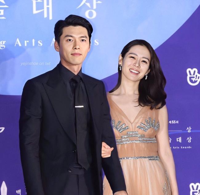 Hyun Bin và Son Ye Jin vừa xác nhận tham dự lễ trao giải Baeksang vào 5/6, netizen đã ngay lập tức so sánh với cặp đôi Song - Song ngày nào 0