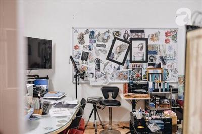 Phòng xăm tại nhà của Ngọc ở một khu tập thể yên tĩnh, kín đáo nên nếu không biết đến Ngọc chắc sẽ rất khó tìm đến.