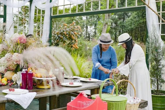 Cặp vợ chồng trẻ dành 5 năm để biến khu đất hoang rộng 6000m² thành khu vườn thiên đường của cỏ cây, hoa lá 27