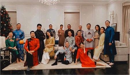 Vợ chồng Tăng Thanh Hà diện áo dài truyền thống trong bữa tiệc tất niên 0