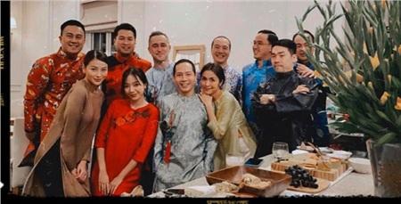 Vợ chồng Tăng Thanh Hà diện áo dài truyền thống trong bữa tiệc tất niên 3