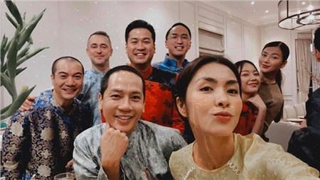 Gia đình và bạn bè Tăng Thanh Hà quây quần trong bữa tiệc tất niên