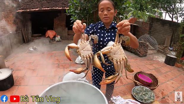 Bà Tân Vlog làm món cơm hải sản siêu to khổng lồ, nhưng dân mạng khó hiểu vì cách làm lạ lùng có 1-0-2 1