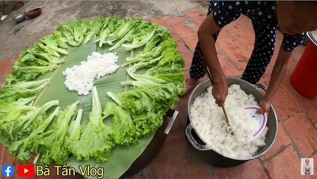 Hóa ra cơm hải sản theo định nghĩa của bà Tân là cơm trắng