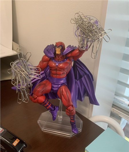 Đồ giữ kẹp giấy 'hiệu' Magneto.