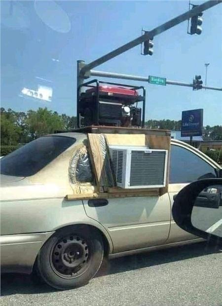 Khi điều hòa hư và con người cần phải thoát khỏi cái nóng trong xe.