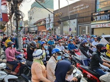 Ngày chủ nhật bận rộn với nhiều người Sài Gòn.