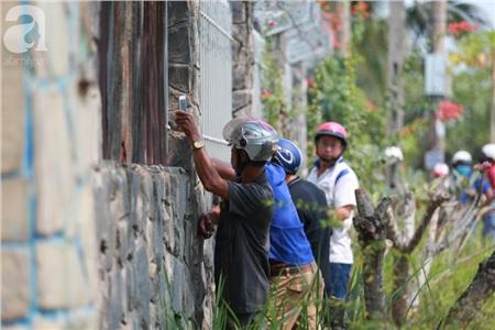 Hàng chục người vẫn đội nắng, 'bao vây' ngôi nhà hoang nơi Lê Quốc Tuấn bị tiêu diệt đã 3 ngày để... hóng chuyện 3