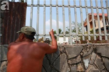 Hàng chục người vẫn đội nắng, 'bao vây' ngôi nhà hoang nơi Lê Quốc Tuấn bị tiêu diệt đã 3 ngày để... hóng chuyện 6
