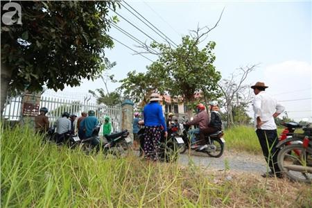 Hàng chục người vẫn đội nắng, 'bao vây' ngôi nhà hoang nơi Lê Quốc Tuấn bị tiêu diệt đã 3 ngày để... hóng chuyện 9