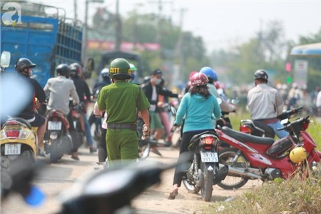 Cảnh sát có mặt để điều tiết giao thông và bảo đảm an ninh trật tự.