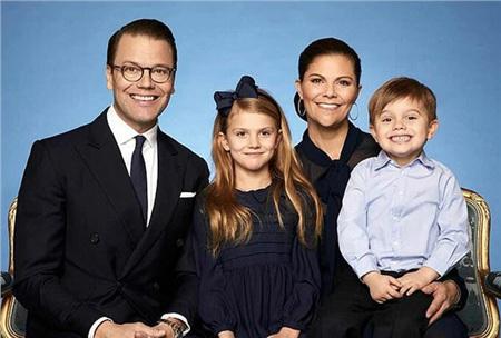 Gia đình hạnh phúc của Thái nữ Victoria.